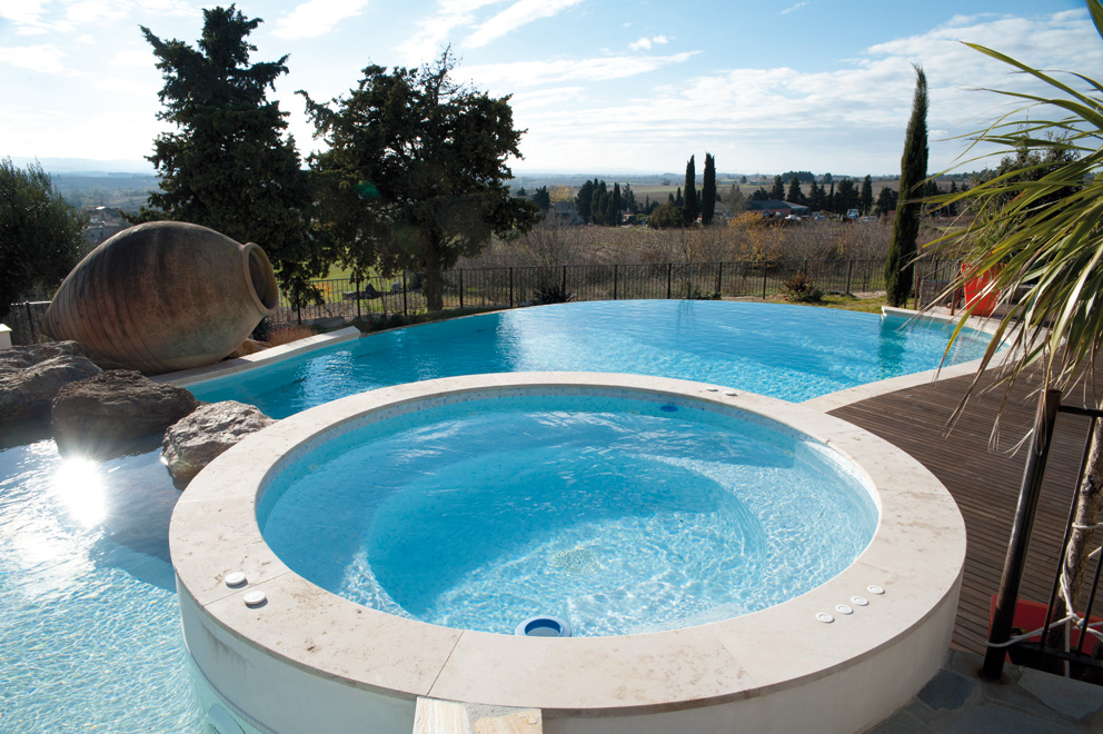 Cv architecture r alisation piscine et spa piscine for Piscine avec spa a debordement